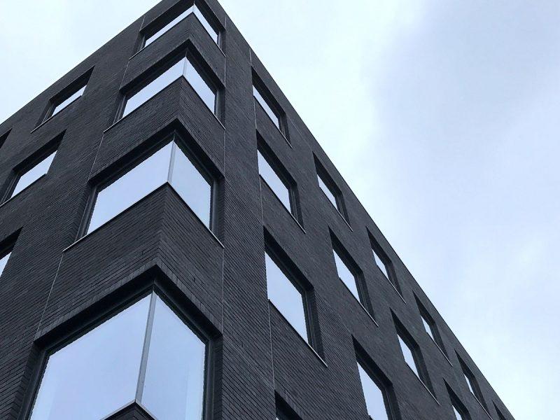 Pinnacle-House-Exterior-windows